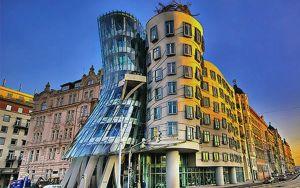Танцующий дом в Праге: гармония хаоса