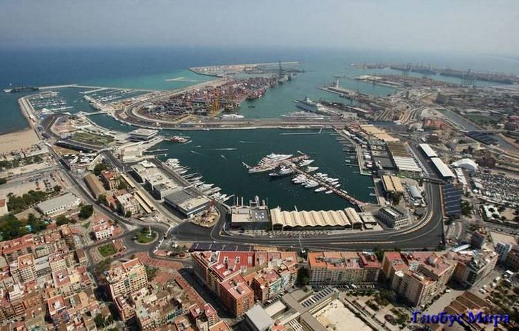 Порт Валенсии с высоты птичьего полета