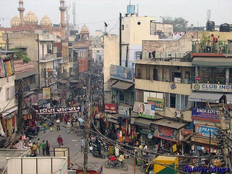 Типичная городская улица: хаос, шум и гам