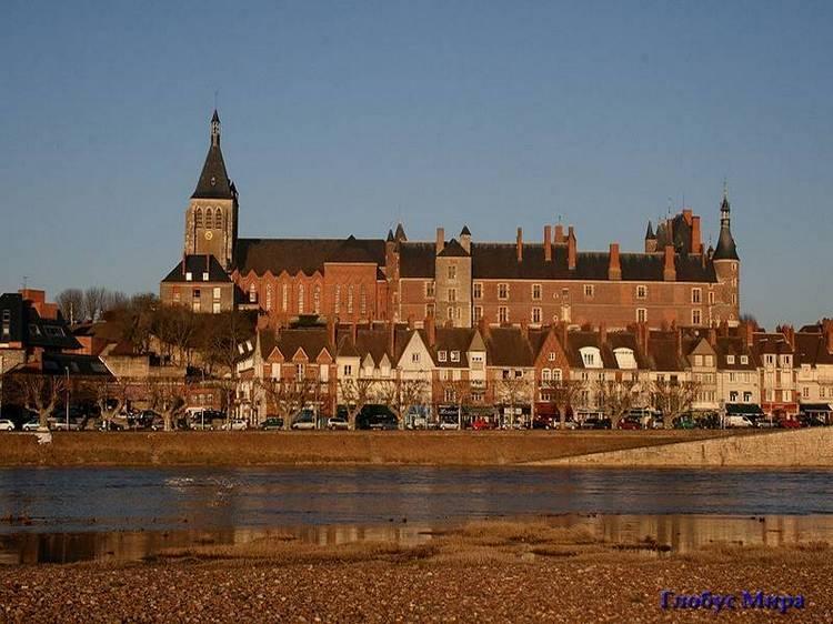 Городок Жьен и замок (Франция)