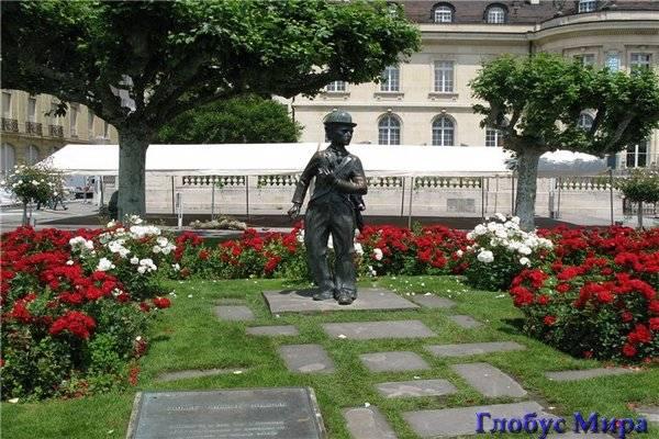 Памятник Чарли Чаплину