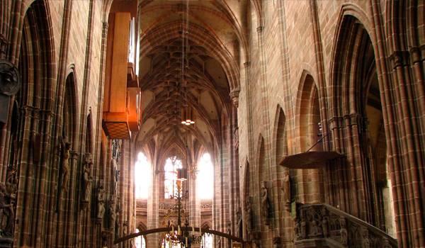 Впечатляющее убранство церкви святого Лаврентия (Лоренцо)