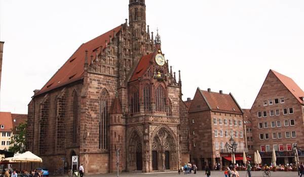 Церковь Богоматери с ее знаменитым оформлением