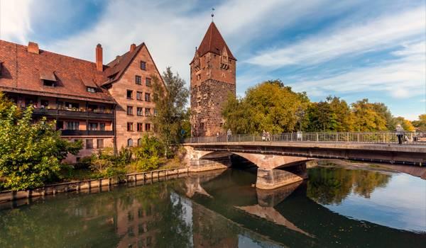 Замки, реки – неотъемлемый символ города
