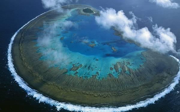 Риф виден даже из космоса