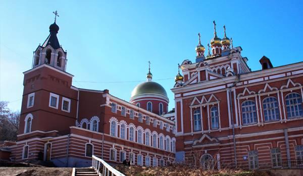 Иверский женский монастырь – один из самых известных в России