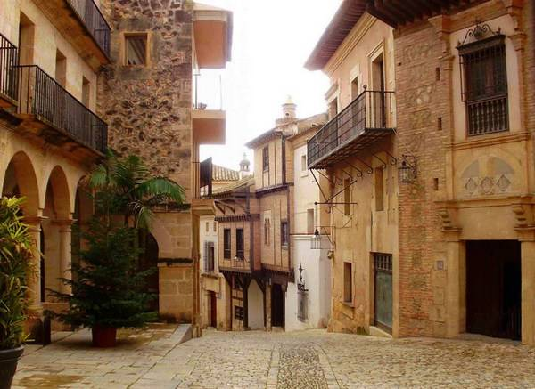 Испанская деревня всегда уютна и приятна для посещения