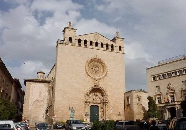 Церковь Святого Франциска – еще одна шедевральная достопримечательность города