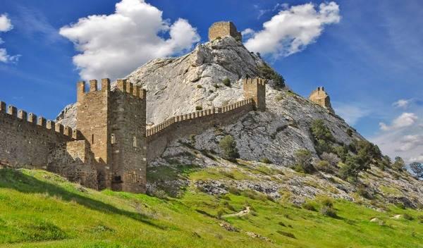 Старинная Генуэзская крепость в Судаке