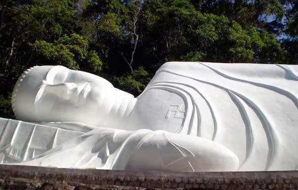 Статуя Будды в нирване, Фантьет