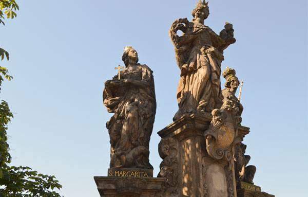 Скульптуры на Карловом мосту в Праге