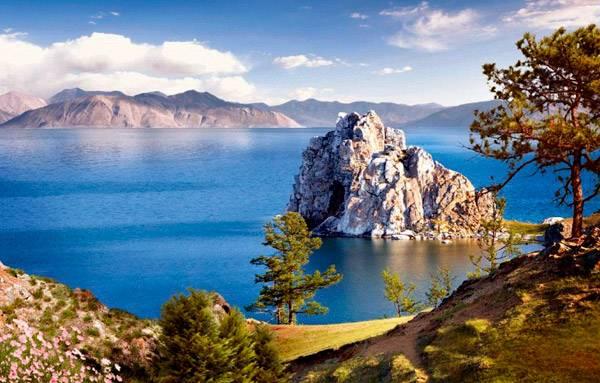 Скалы у берегов Байкала