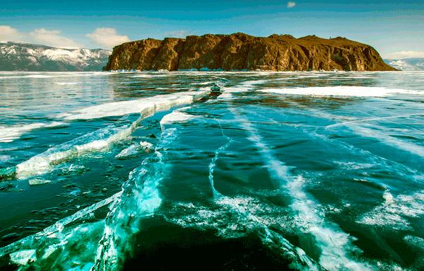 Прозрачная вода на озере Байкал
