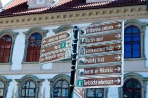 Указатели на достопримечательности в Праге
