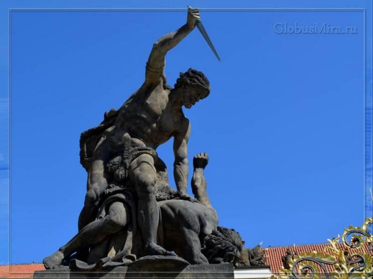 Скульптура у входа в Пражский град
