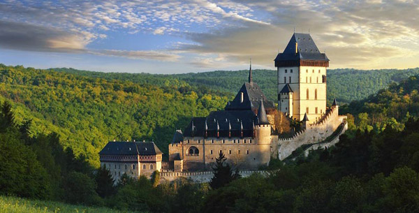 Панорама с замком Карлштейн