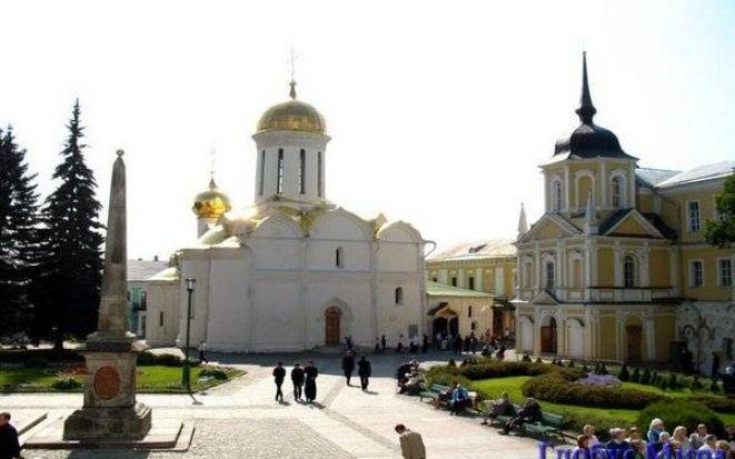 Святыни русского православия в декорациях Сергиева Посада