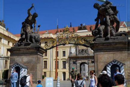 Пражский Град: непобедимый замок-крепость