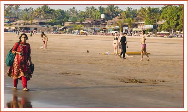 Отдых на пляже северной части Гоа