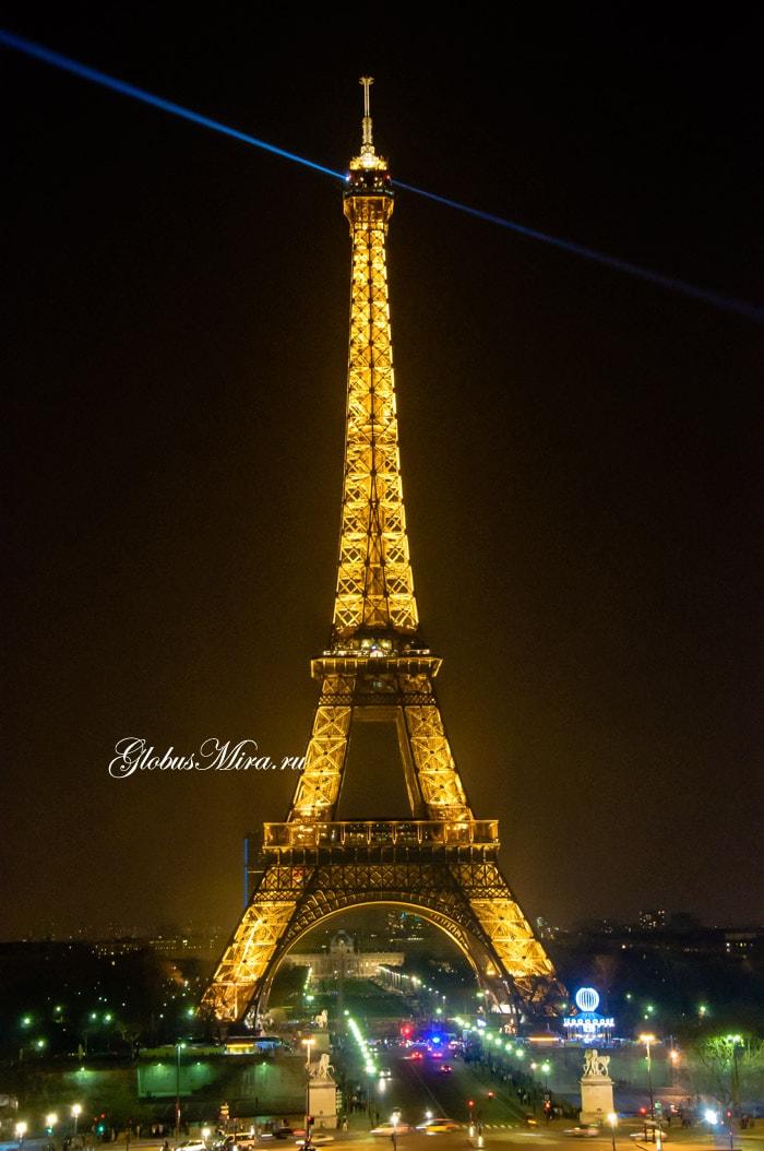 Триумфальная арка ночью