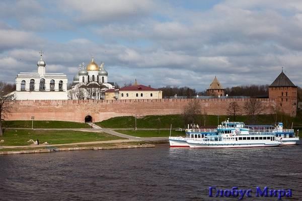 Река Волхов и древние стены