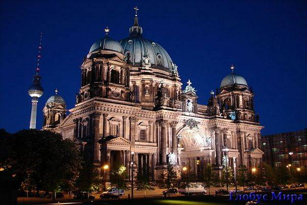 Подсвеченные здания в Берлине