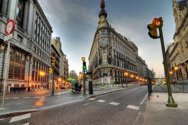 Гулять по Мадриду лучше, сверяясь по карте с фото и достопримечательностями