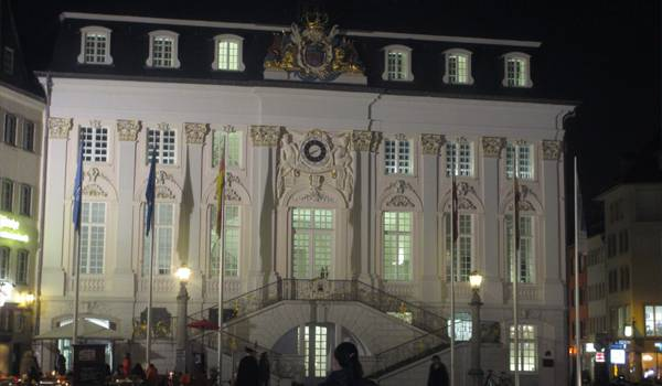 Знаменитая Старая ратуша Бонна