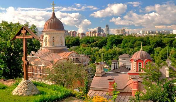 Невероятно красивый Зверинецкий мужской монастырь