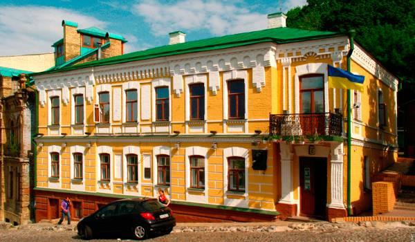Этот дом узнает любой почитатель Булгаковской литературы