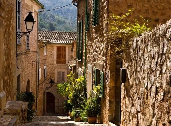 Испанская деревня – любимая достопримечательность любого туриста