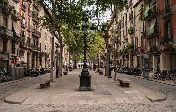 Тихая и прелестная улица Пасео-де-Борн