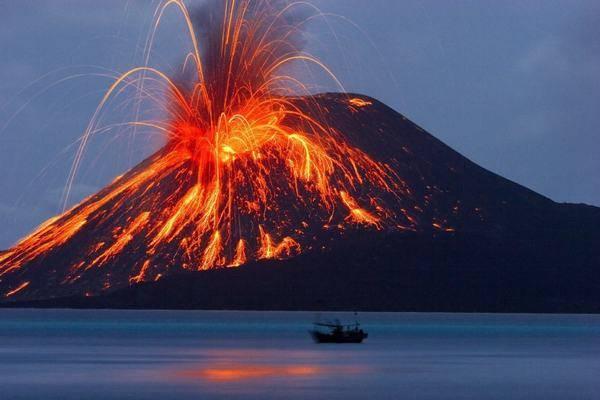 Огненная гора в Индонезии