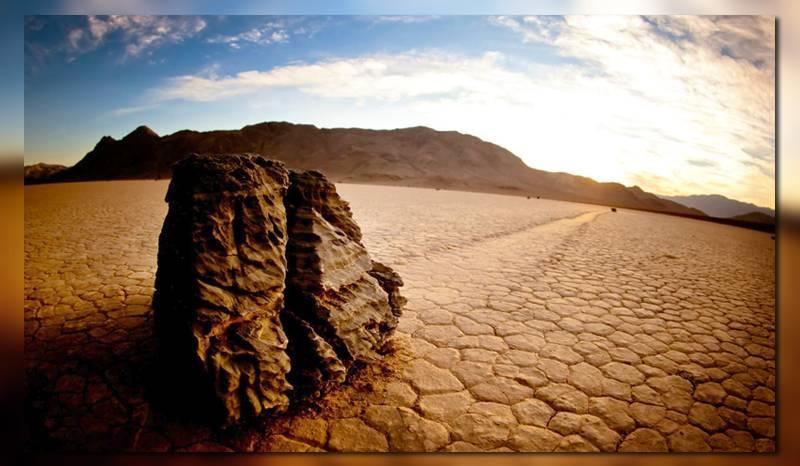Двигающиеся камни в долине смерти