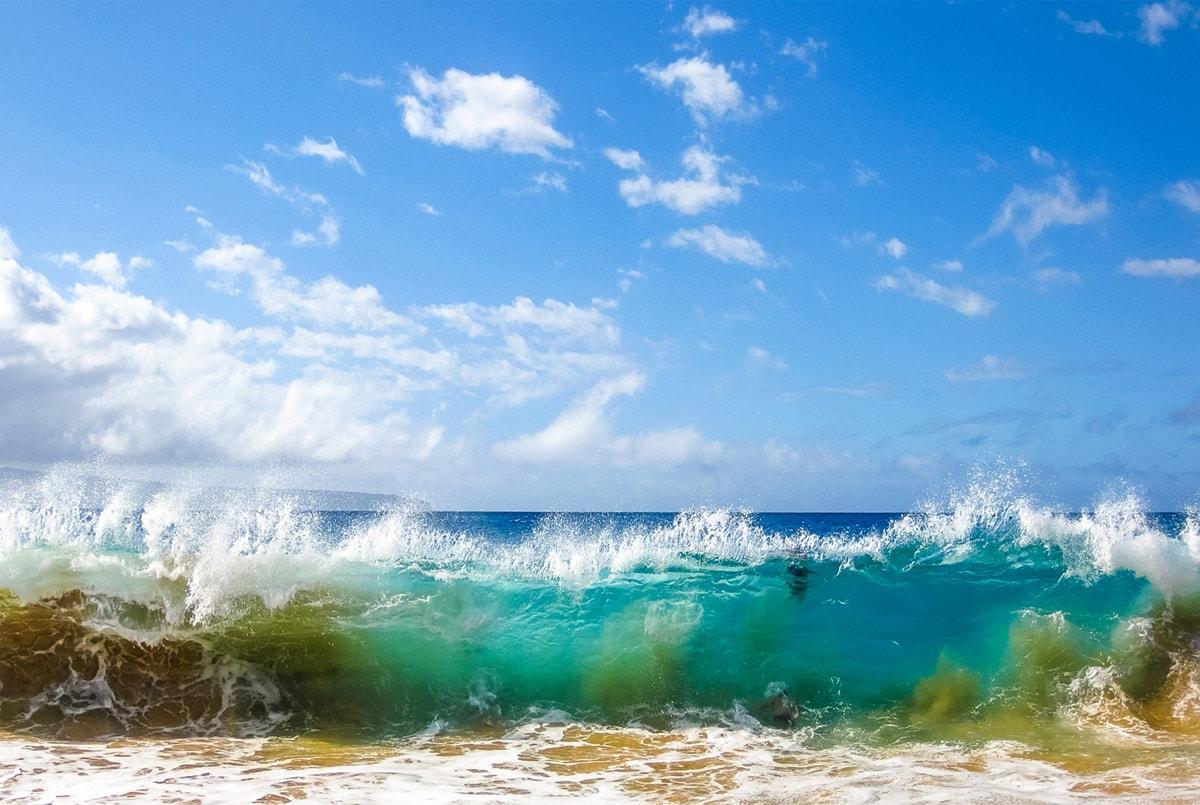 Океанские волны в Кирибати