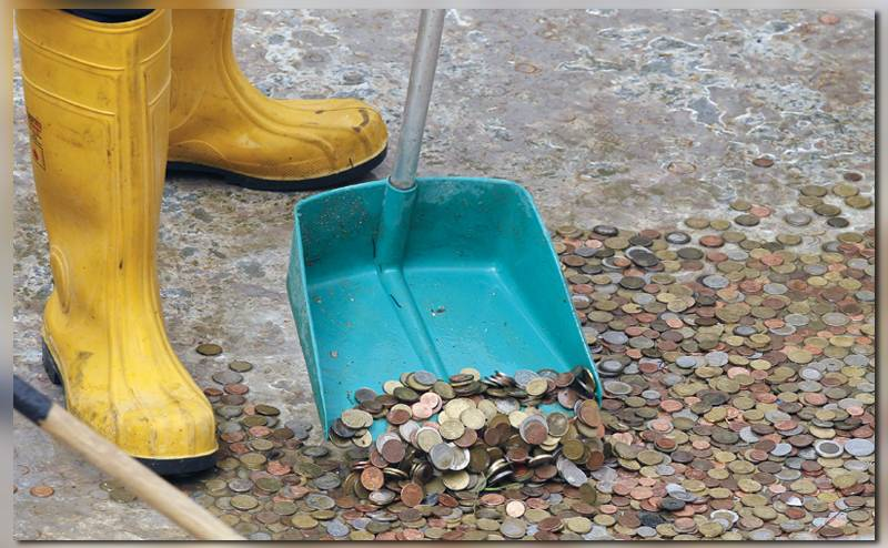 На фото монеты в де Треви