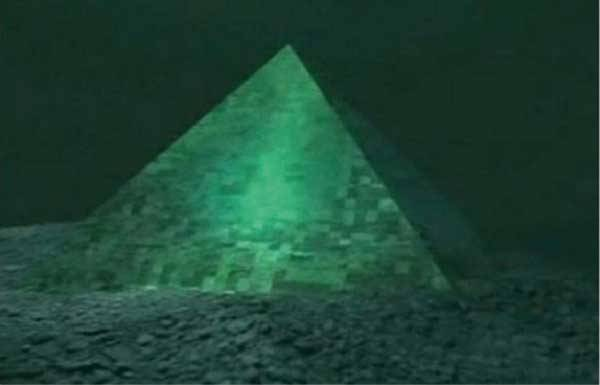 Пирамида на дне в районе Бермудского треугольника