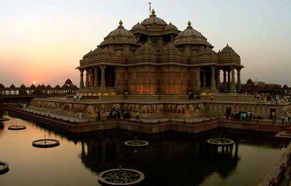 Храм Акшардхам в золотом треугольнике Индии