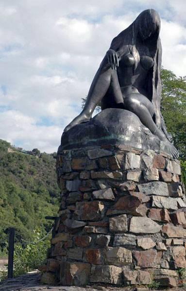 Статуя нимфа на утесе Лорелей