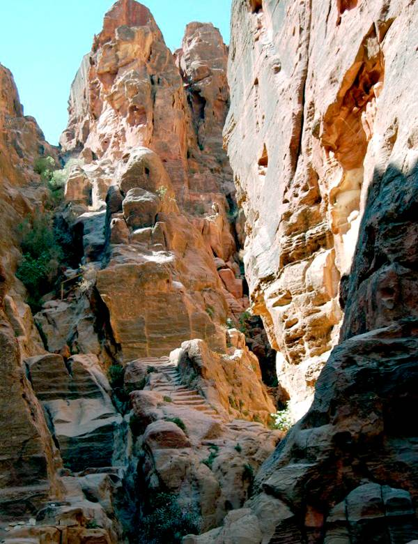 Ступени на высокий жертвенник в Петре