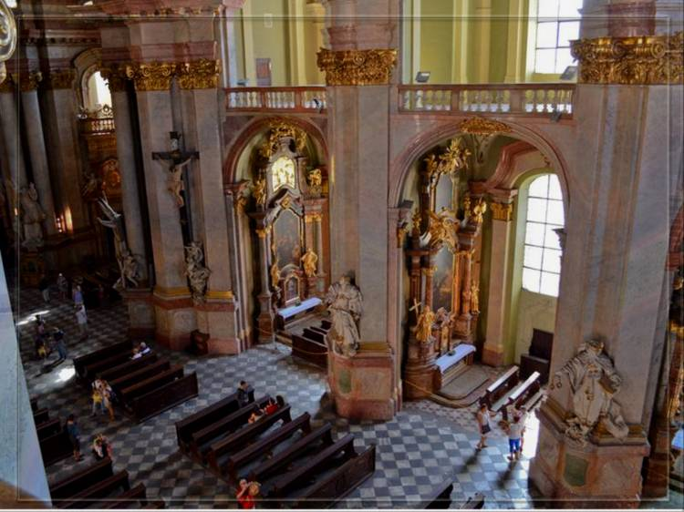 Внутри церкви святого Микулаша