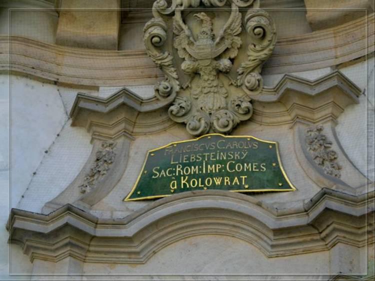 табличка над входом в церковь святого Николая