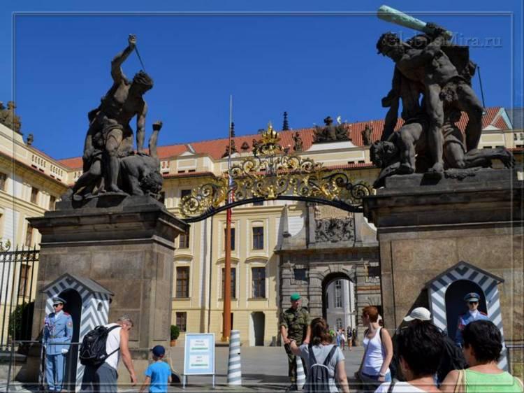 парадные ворота Пражского града