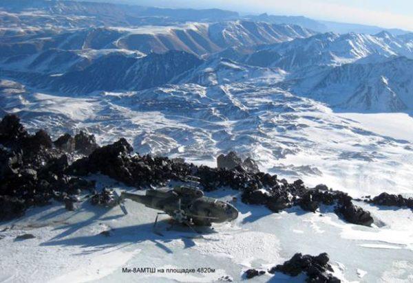 Упавший самолет на склоне Эльбруса