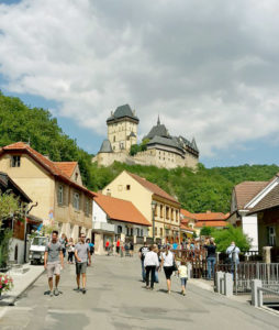 Дорога к замку Карлштейн