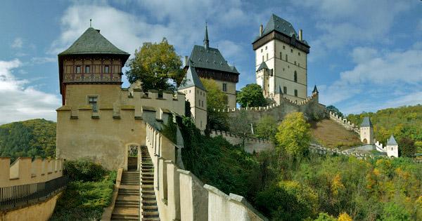 Лестница к замку Карлштейн
