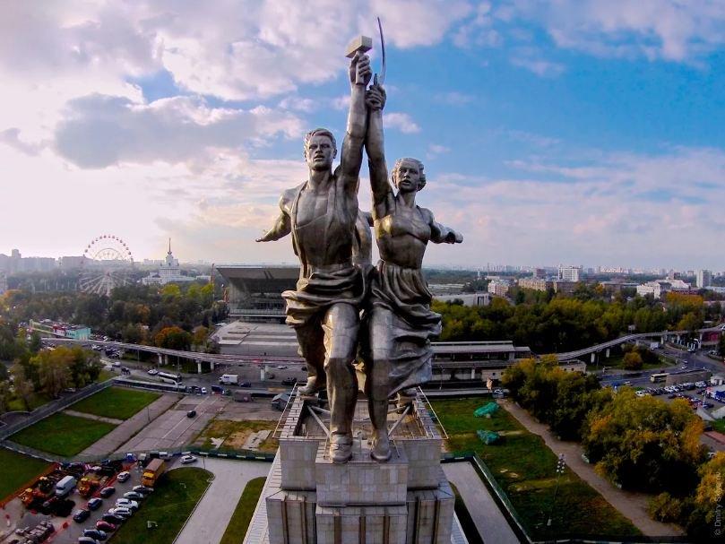 Скульптура «Рабочий и колхозница»